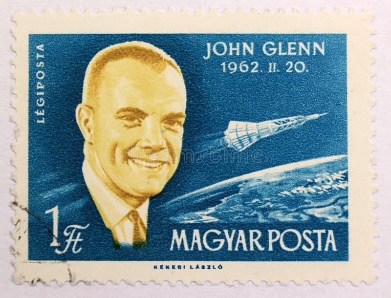 Stary poczta znaczek Węgry, dedykujący eksploracja przestrzeni kosmicznej i pierwszy astronauta obrazy stock