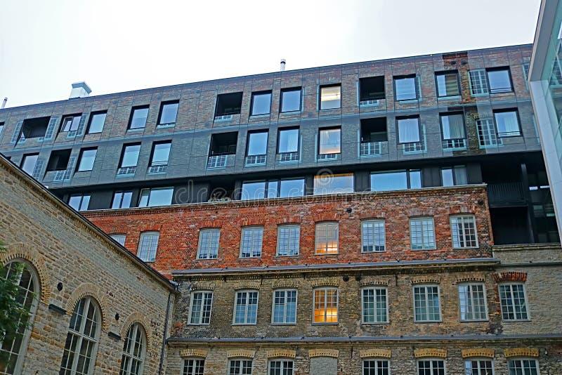 Stary przemysłowy budynek w Rotermann ćwiartki okręgu w wieczór, Estonia obrazy royalty free