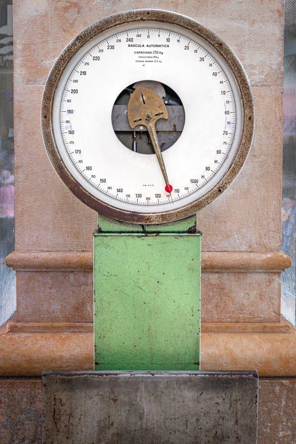 Stary przemysłowy Libra w zakrywającym rynku Walencja fotografia stock