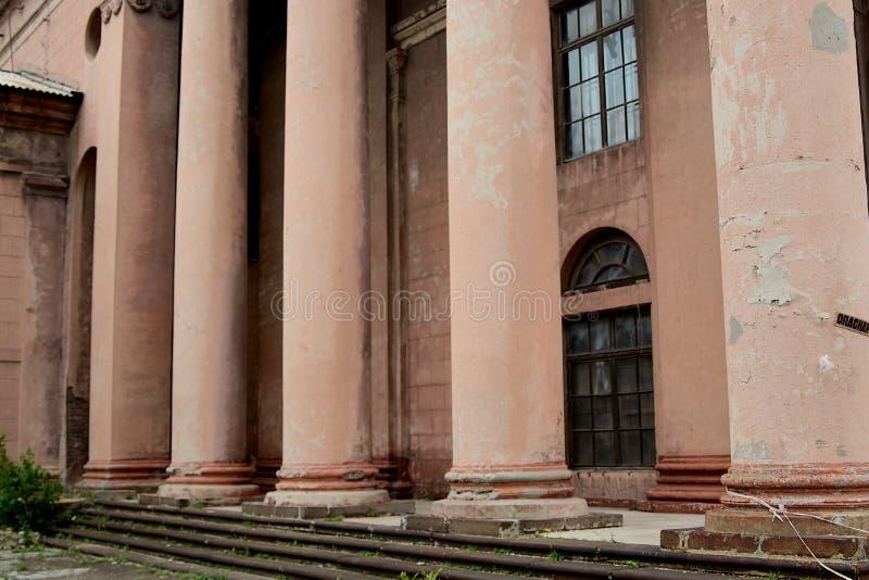 Stary przyglądający sowieci - zjednoczenie architektoniczny budynek obrazy stock