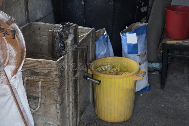 Stary ręczny kukurydzany husker zdjęcia royalty free