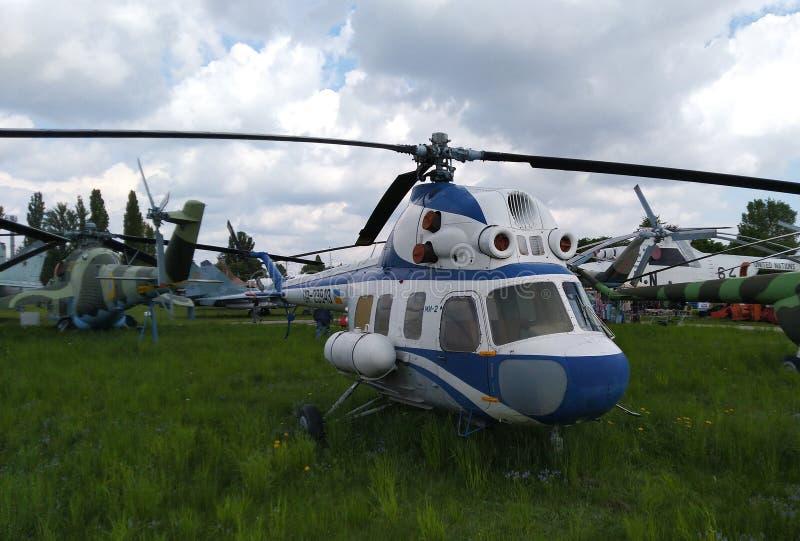 Stary Radziecki helikopter w na otwartym powietrzu muzeum w Kijów Zako?czenie obraz stock