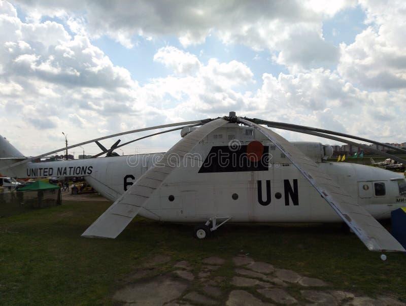 Stary Radziecki helikopter w na otwartym powietrzu muzeum w Kijów Zako?czenie zdjęcie stock