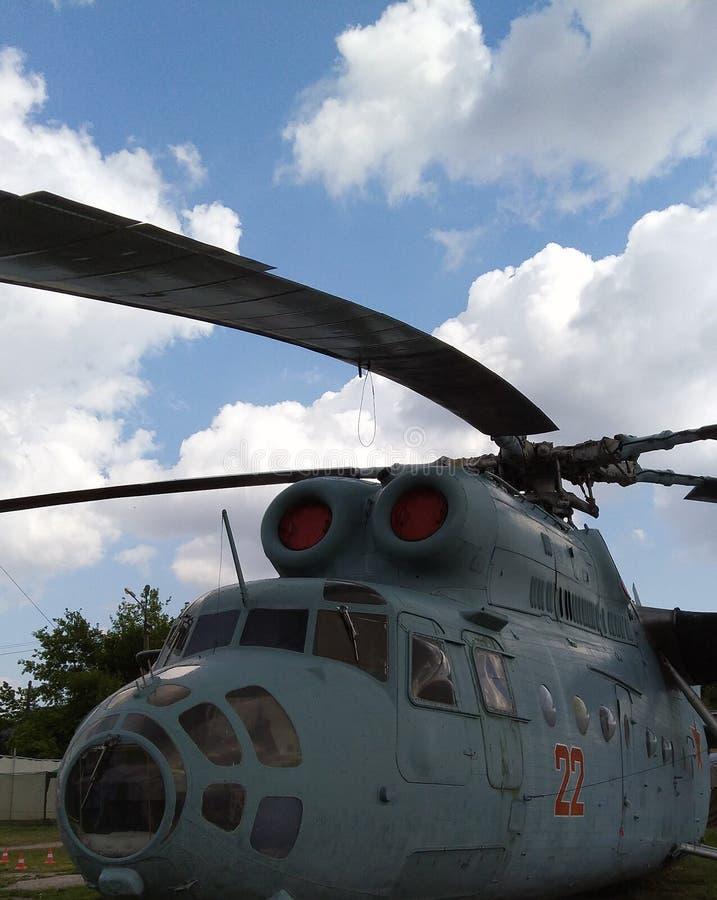 Stary Radziecki helikopter w na otwartym powietrzu muzeum w Kijów Zako?czenie fotografia stock