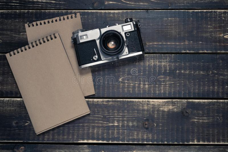 Stary rangefinder rocznik i retro fotografii kamera z rocznika koloru skutkiem zdjęcia royalty free