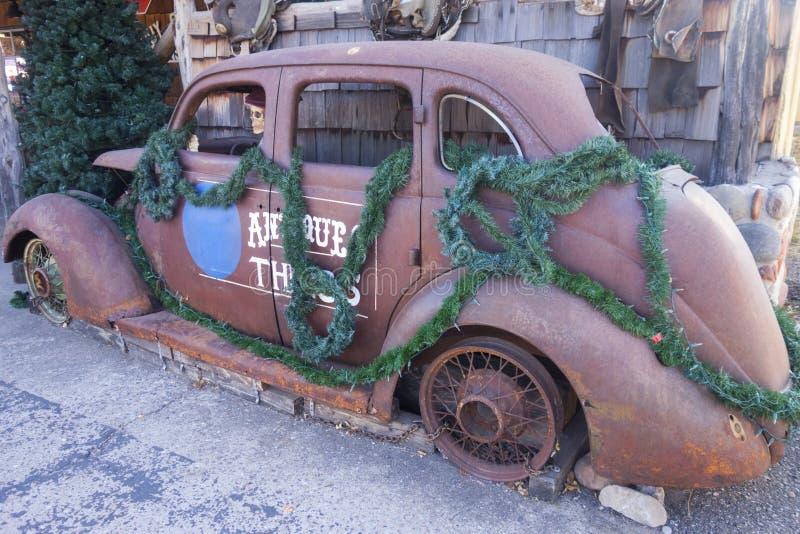 Stary Rdzewiejący Amerykański Auto kościec w Clarkdale Arizona muzeum obrazy royalty free