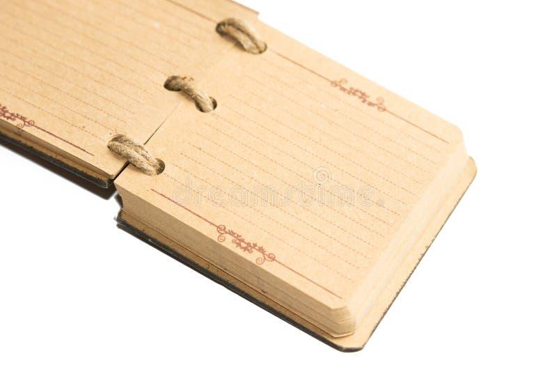 Stary retro brudzi papierowego notatnika odizolowywającego nad biały tło Odbitkowa przestrzeń na starym papierowym notatniku nad  zdjęcie royalty free