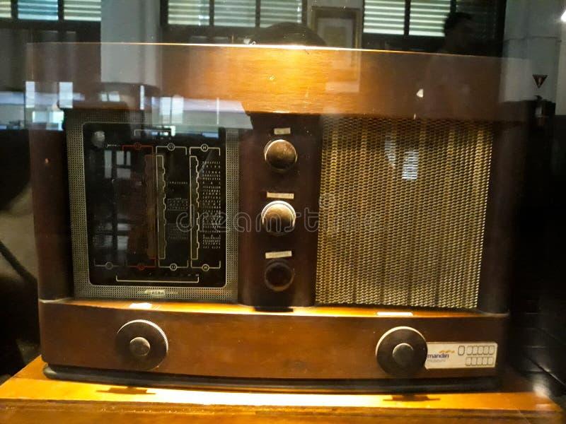 Stary rocznika radia zbliżenia guzik Wciąż życie w Muzealnym Mandiri zdjęcie stock