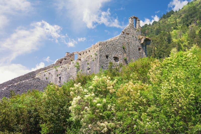 Stary rujnujący forteca Montenegro, Perast, forteca świętego krzyż obraz royalty free