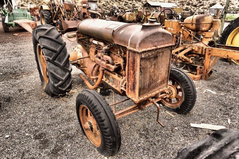 stary rusty ciągnika zdjęcia royalty free