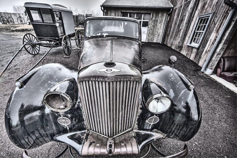 Stary samochód i Amish powozik obraz royalty free
