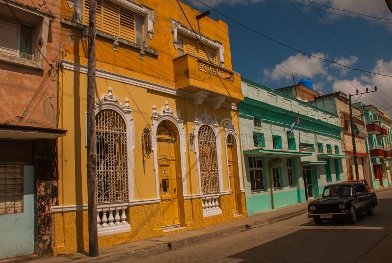 Stary samochód na Santa Clara, Kuba Kuba dużego przedstawienie starzy samochody wciąż pływa statkiem ulicy w różnorodnych warunka fotografia royalty free