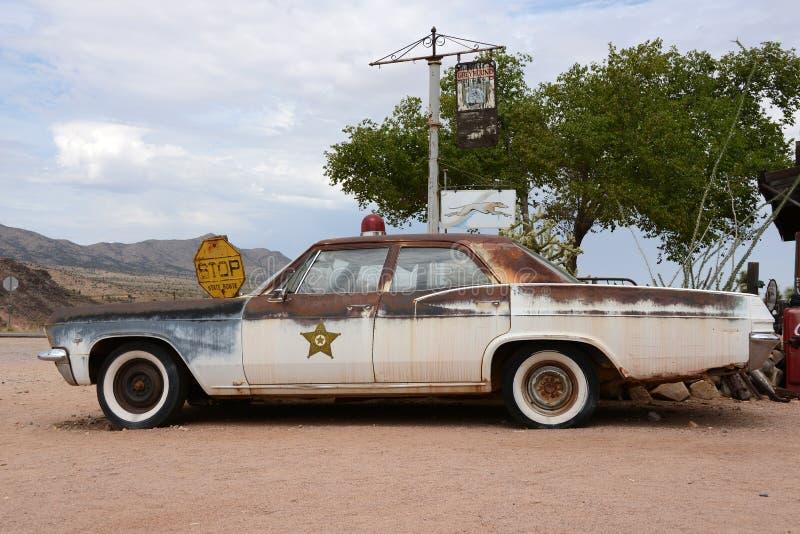 Stary samochód policyjny w pustyni zdjęcia stock