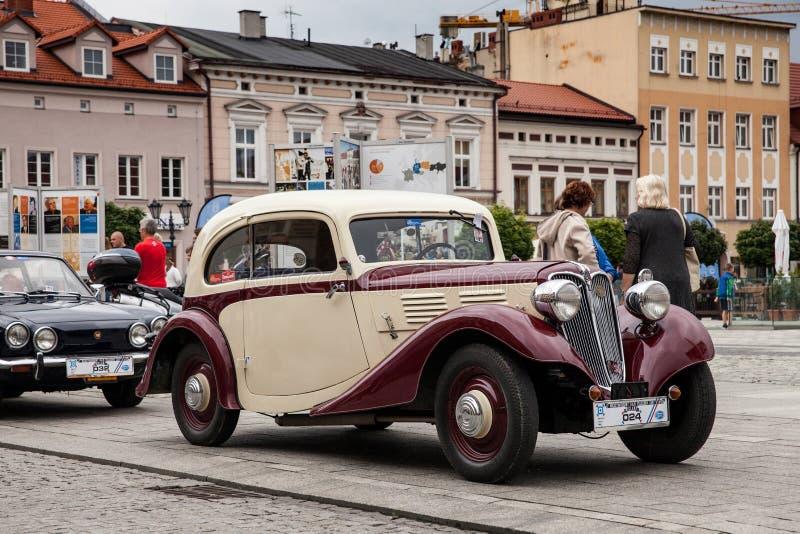 Stary samochodowy Praga, boczny widok, retro projekta samochód zdjęcia stock