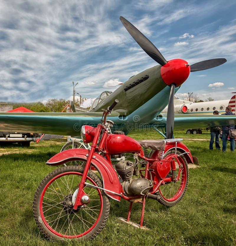 Stary samolot wojskowy zdjęcie royalty free