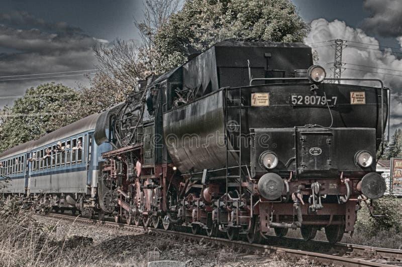Stary silnik diesla na kolejach - powystawowa wycieczka fotografia stock