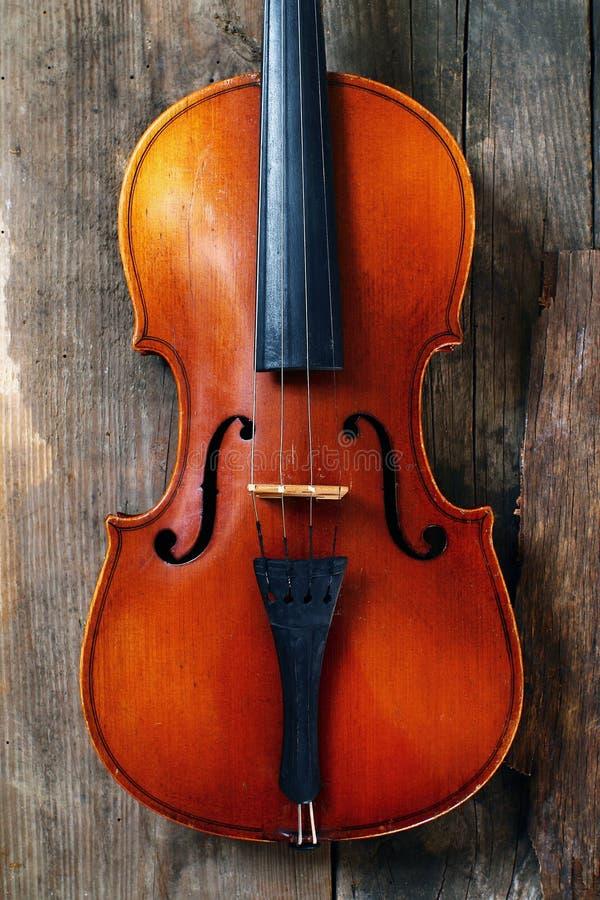 Stary skrzypce w warsztacie fotografia royalty free