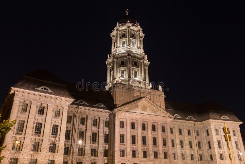 Download Stary Stadthaus Budynek W Berlin Germany Przy Nocą Zdjęcie Stock - Obraz złożonej z czerń, rzędy: 57662568