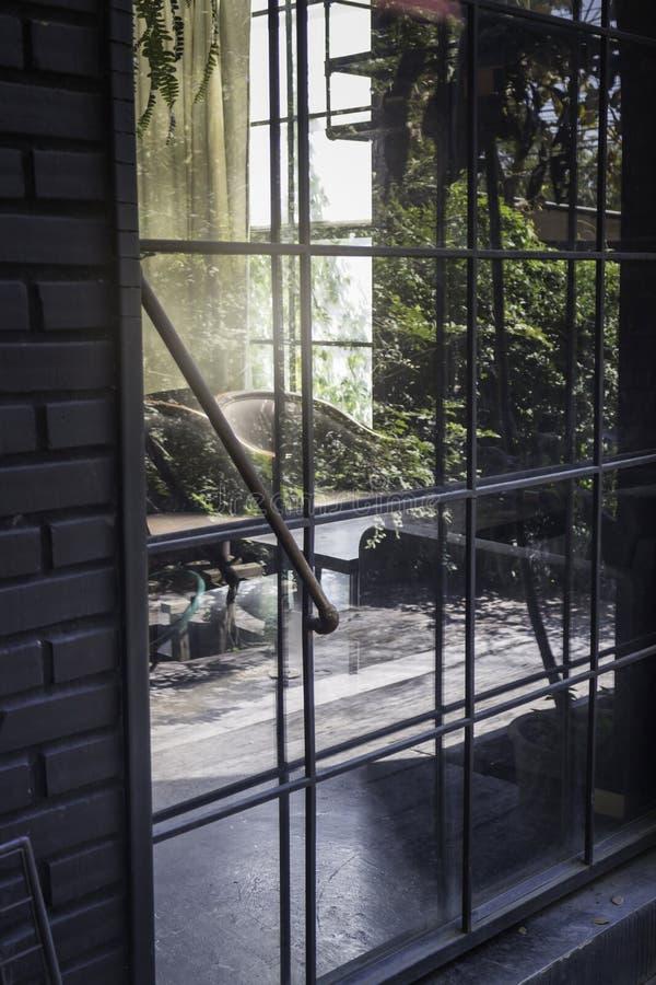 Stary stalowy drzwi żywy pokój zdjęcie royalty free