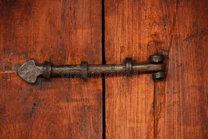 Stary stalowy rygiel dla drzwiowego kędziorka zdjęcia stock