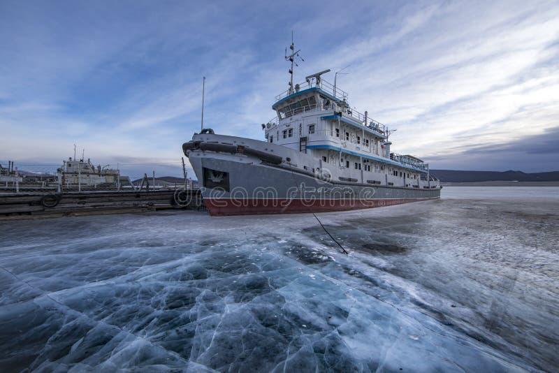 Stary statek blokujący w lodzie obrazy stock