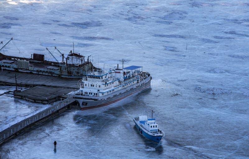 Stary statek blokujący w lodzie zdjęcia royalty free