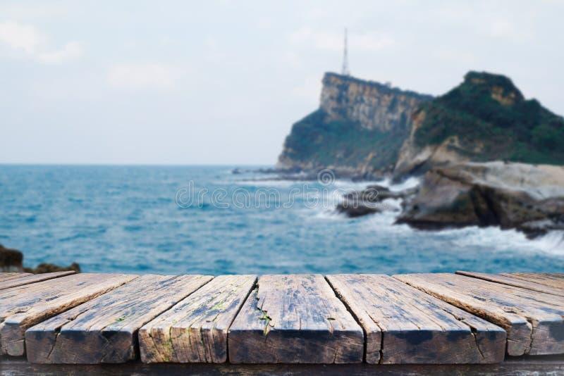 Stary stołowy drewno na plamy tle zdjęcia stock