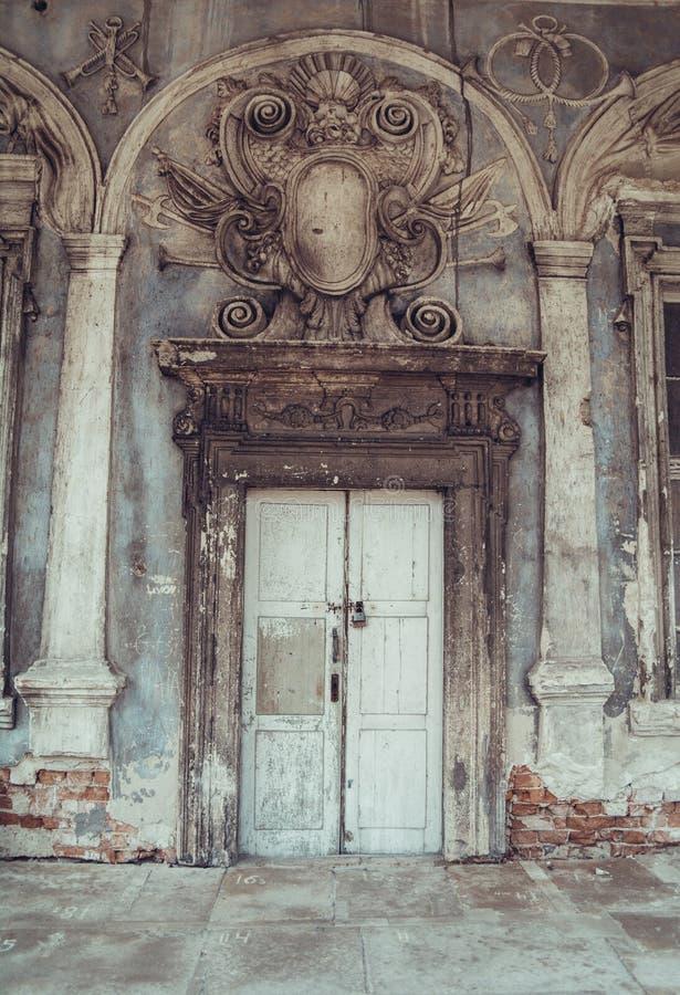 Stary stylizowany Pidhirtsi kasztel, wioska Podgortsy obrazy royalty free