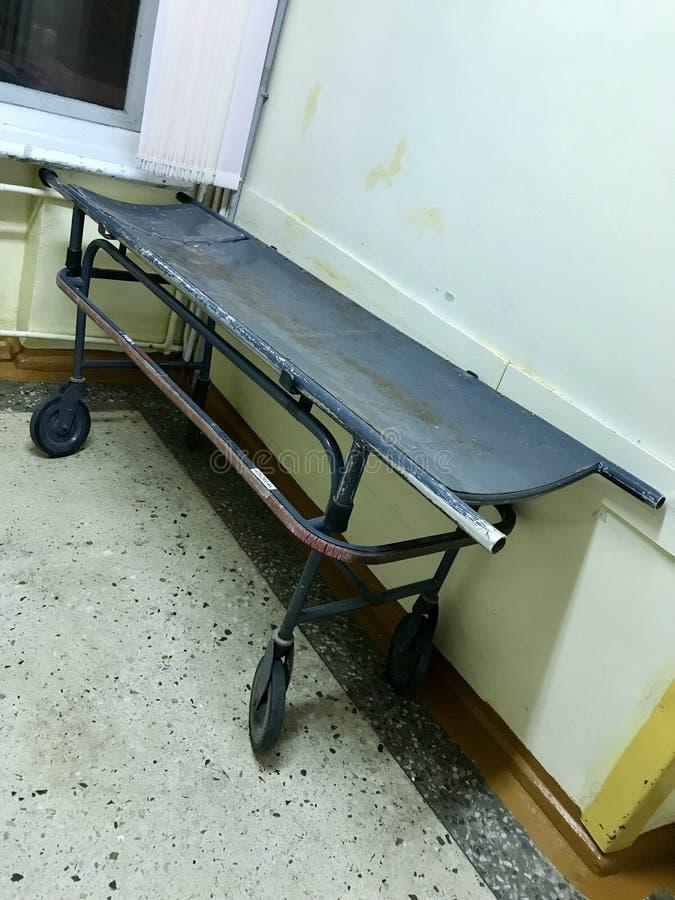 Stary szpital od inside Szpitalna fura dla transportu pacjenci dla chirurgicznie operacj obrazy stock