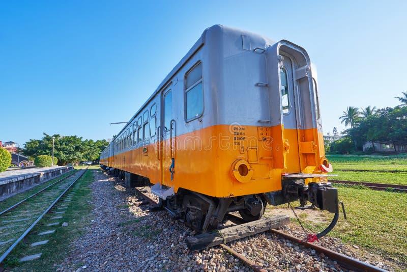 Stary Taitung pociąg był przerwy biznesem i używa dla dziejowego przedstawienia w plenerowym muzeum przy Taitung sztuki kolejową  obraz royalty free
