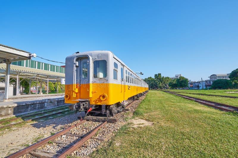 Stary Taitung pociąg był przerwy biznesem i używa dla dziejowego przedstawienia w plenerowym muzeum przy Taitung sztuki kolejową  zdjęcia royalty free
