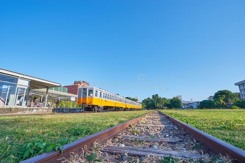 Stary Taitung pociąg był przerwy biznesem i używa dla dziejowego przedstawienia w plenerowym muzeum przy Taitung sztuki kolejową  zdjęcia stock