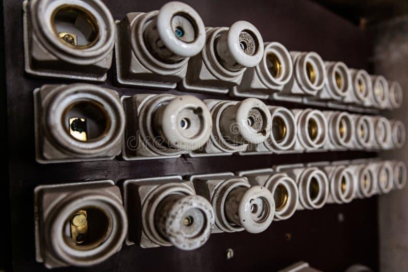 Stary typ porcelana ceramiczni zbawczy elektryczni lonty obraz stock