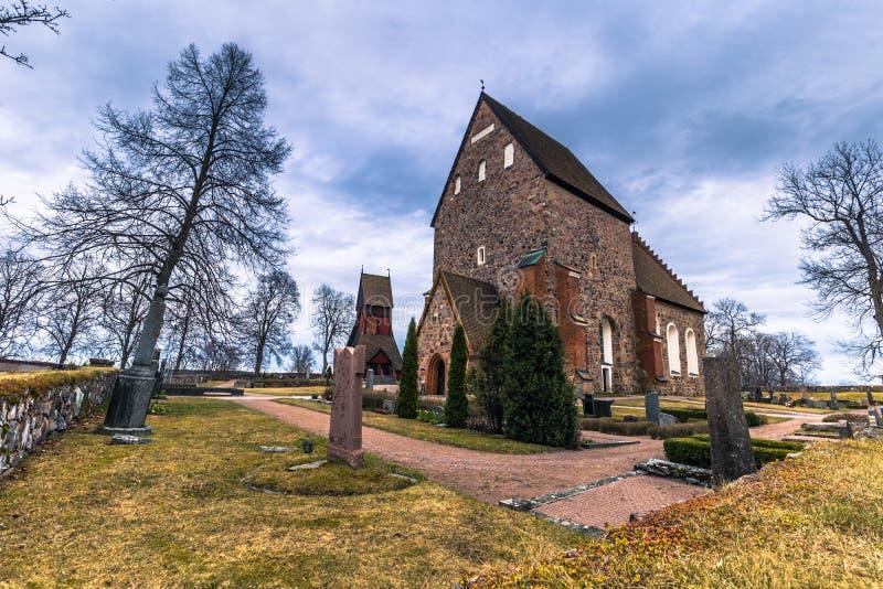 Stary Uppsala, Kwiecień - 08, 2017: Kamienny kościół Stary Uppsala, Swed obraz stock