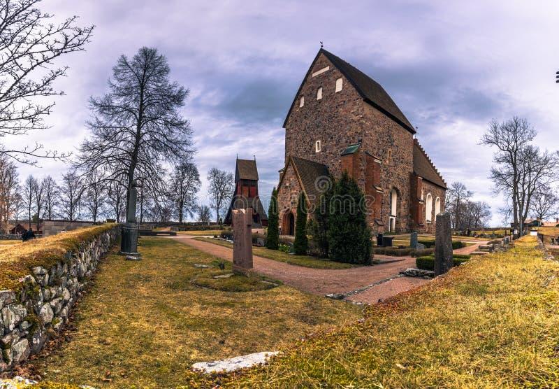 Stary Uppsala, Kwiecień - 08, 2017: Kamienny kościół Stary Uppsala, Swed obrazy stock