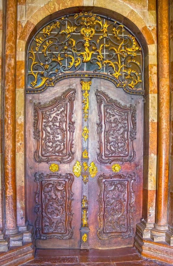 Stary wejściowy drzwi w Salzburg, Austria zdjęcie royalty free