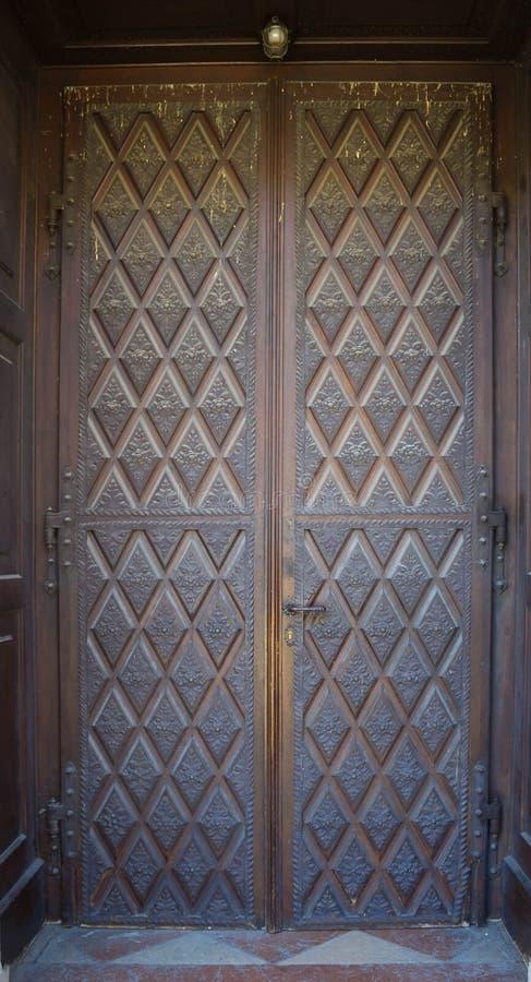Stary wejściowy drzwi w Salzburg, Austria obrazy stock