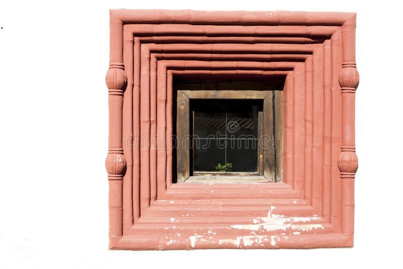 Stary więzienie Mali czerwoni okno kamienia ramparts, luki z barami, piękny tło antyczny kasztel obrazy royalty free