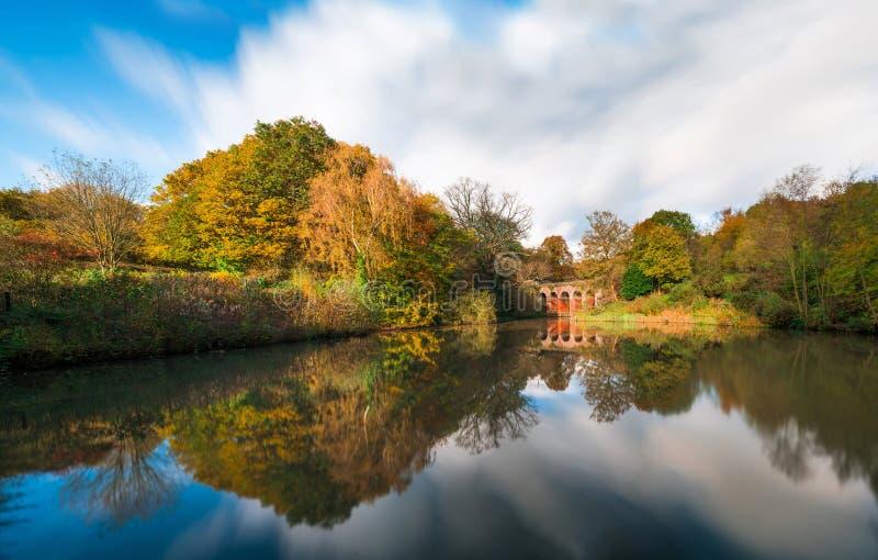 Stary wiadukt w Hampstead wrzosowiska parku london uk obraz stock