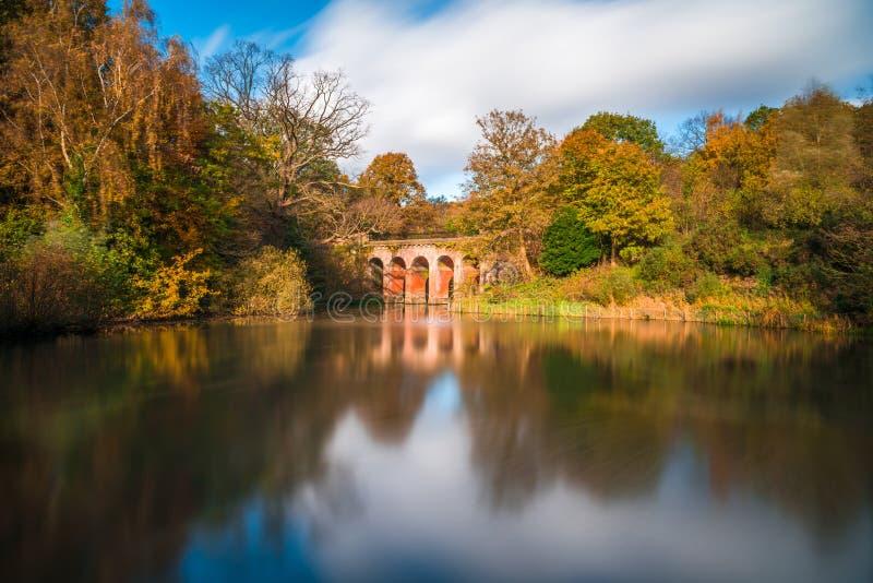 Stary wiadukt w Hampstead wrzosowiska parku london uk zdjęcia royalty free