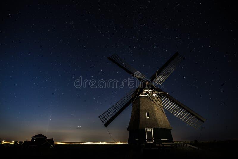 Stary wiatraczek i gwiazdy, Holandia zdjęcia stock