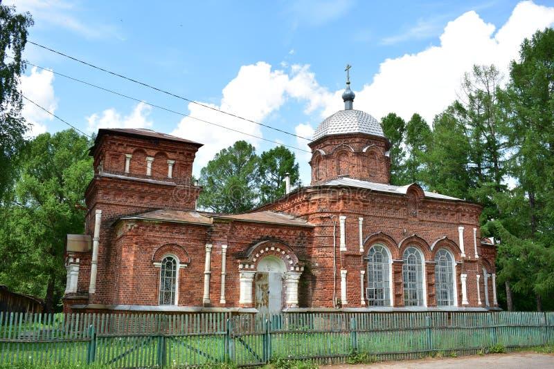 Stary wierz?cego ko?ci?? St Nicholas w wiosce Chernopolye Kostroma okr?g, Kostroma region fotografia royalty free