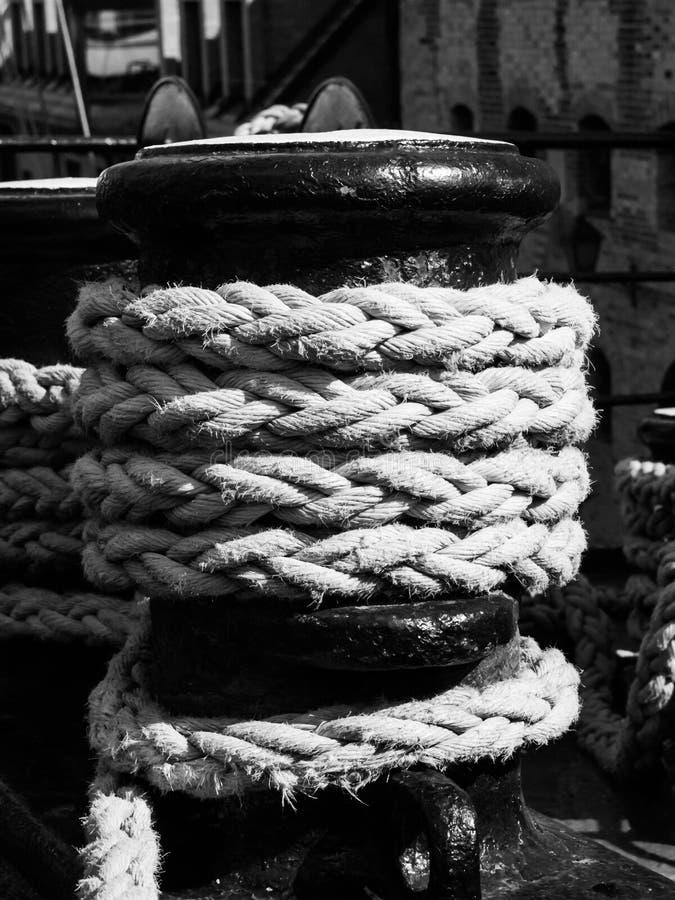 Stary winch z statek arkaną obrazy stock