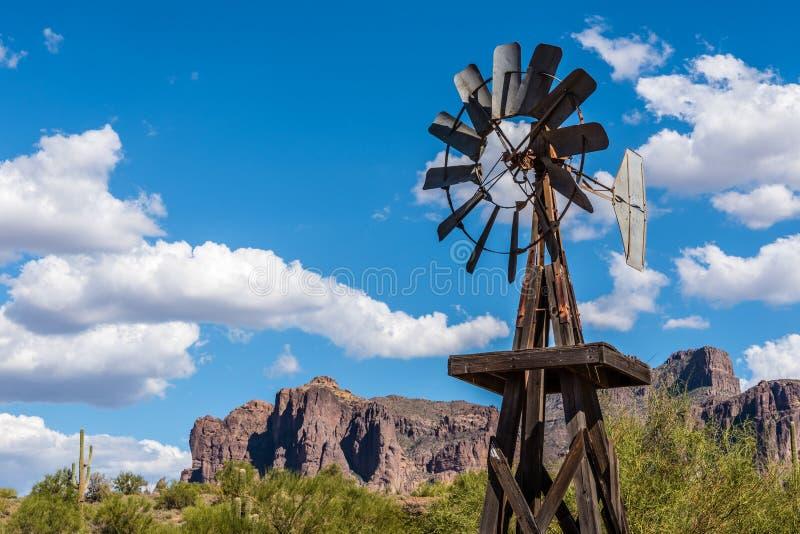 stary windpump fotografia stock