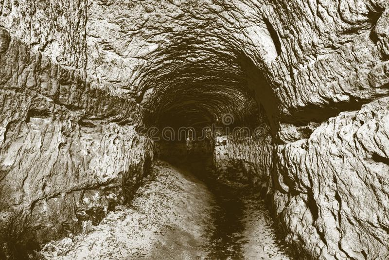 Stary wodny tunel, minujący zawala się Jama Piaskowcowy tunel zwilżać ściany zdjęcia royalty free