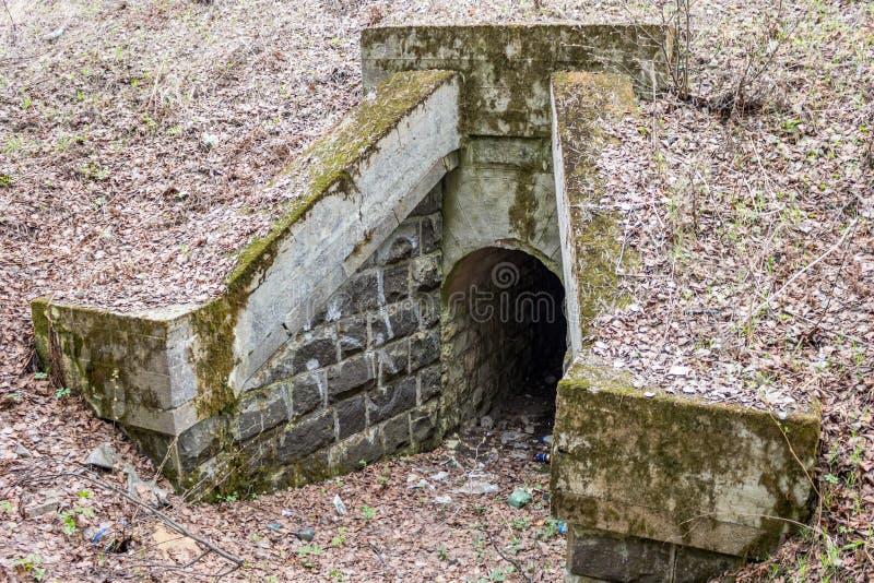 Stary wodny tunel początek 20 wieku wiek pod koleją zdjęcia stock