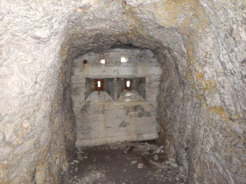 Stary wojenny tunel w Sass Di Stria w dolomitach fotografia royalty free