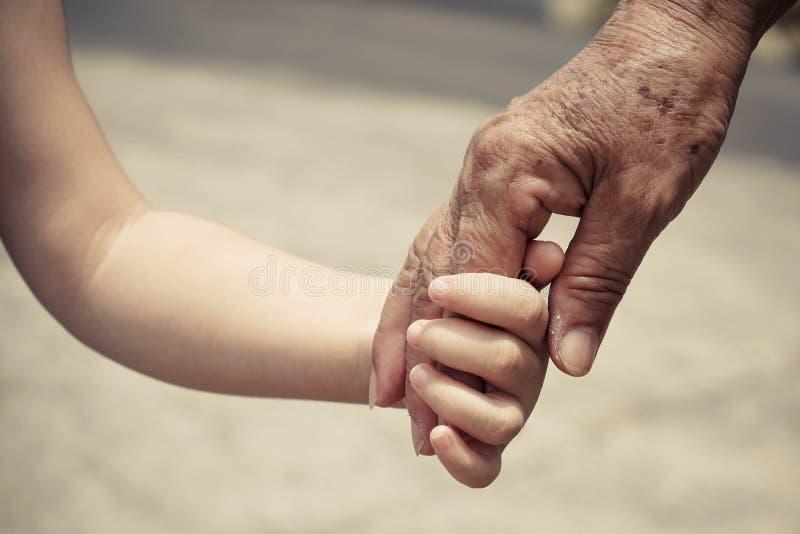 Stary wyga i dziecka ręka zdjęcie royalty free