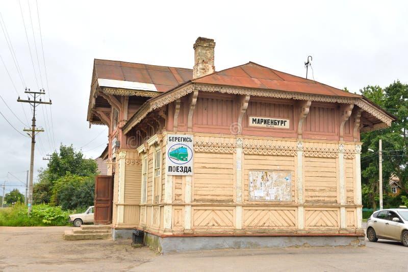 Stary zaniechany budynek wiejska stacja kolejowa fotografia royalty free
