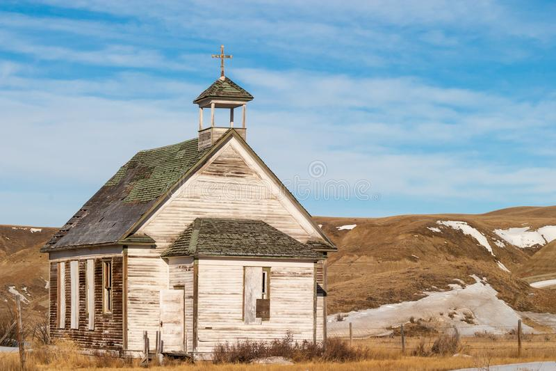 Stary zaniechany kraju kościół w Dorothy, Alberta, Kanada fotografia stock